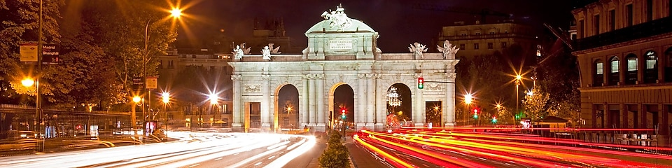 Puerta de Alcala at night.
