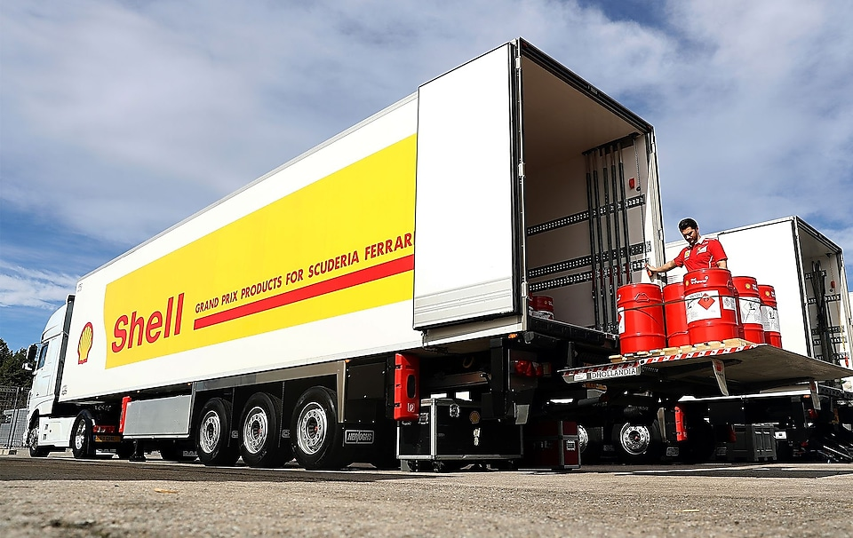 Shell lorry with V-Power products